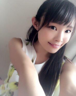 하츠메 리나 (Rina Hatsume . 初芽里奈) 1